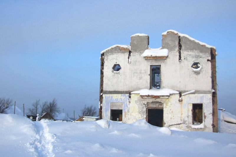 Тот дом что за спиной у шахтера вид справа