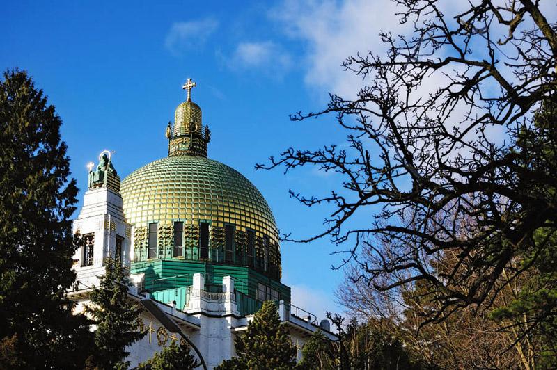 Kirche am Steinhof. Вид на купол из парка.