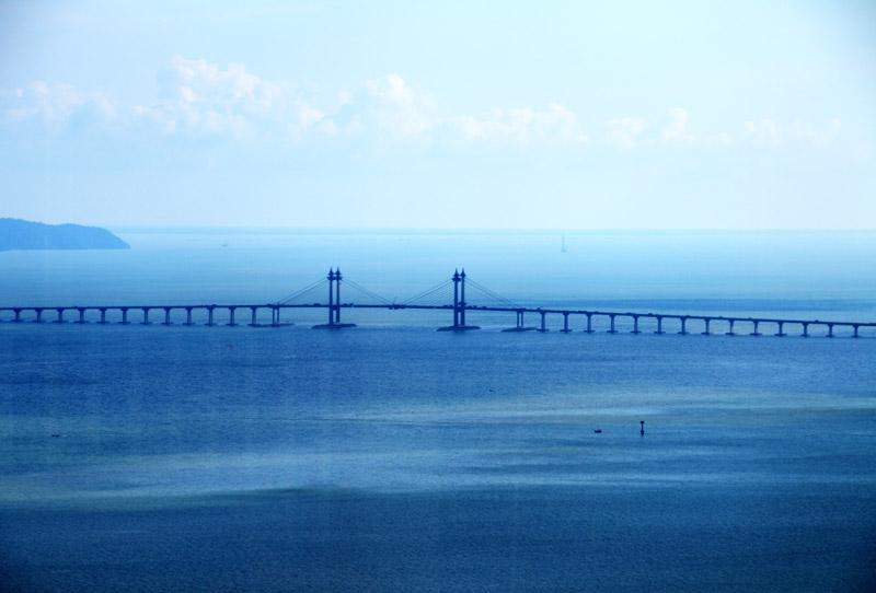 Пенанг. Мост. Вид с моря. Penang. Bridge from the Sea.