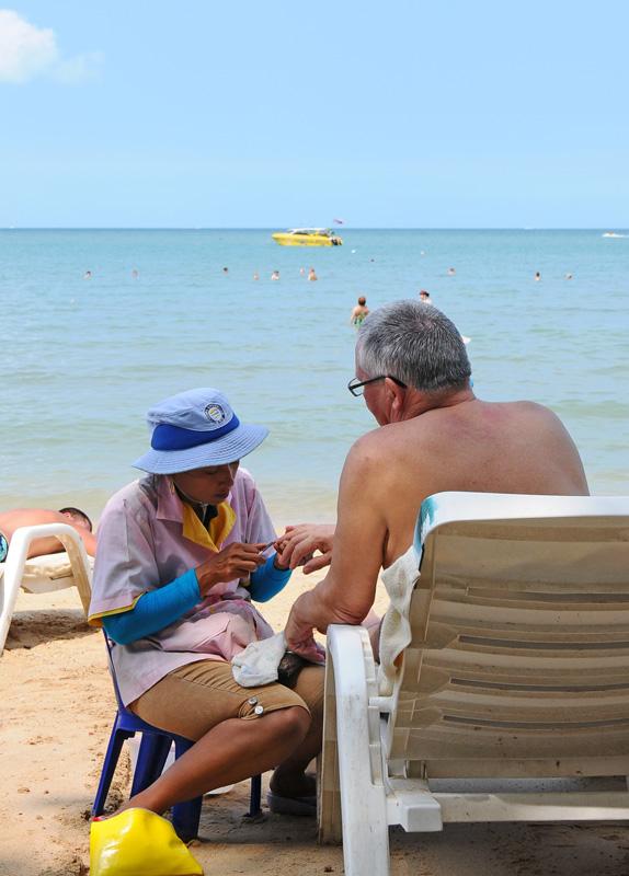 Паттайя. Кози Бич. Маникюр на пляже. Pattaya. 35