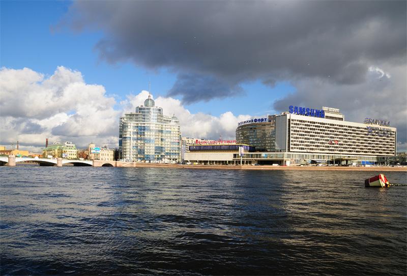 """Санкт-Петербург от крейсера """"Аврора""""."""
