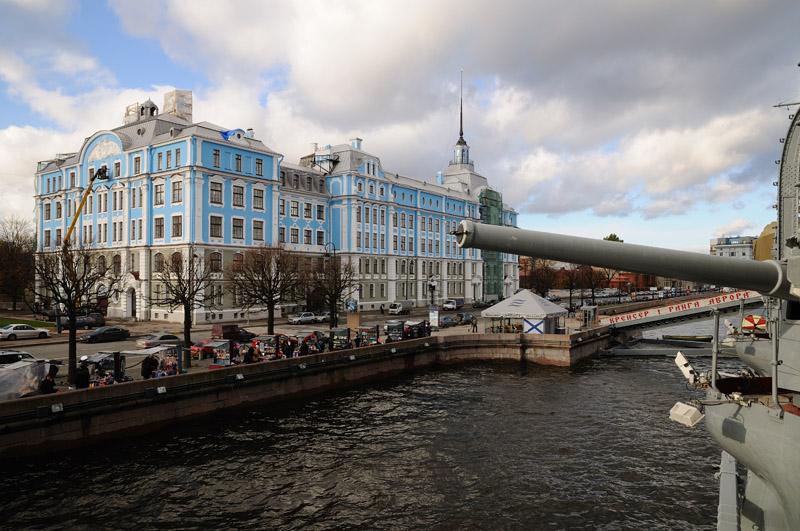 """Санкт-Петербург c крейсера """"Аврора"""". Нахимовское училище."""