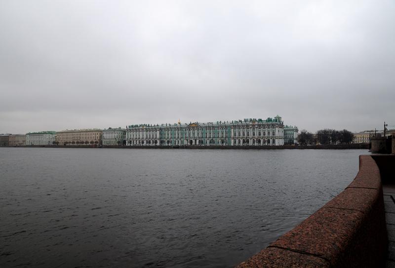 Санкт-Петербург. Зимний дворец и Дворцовая набережная.
