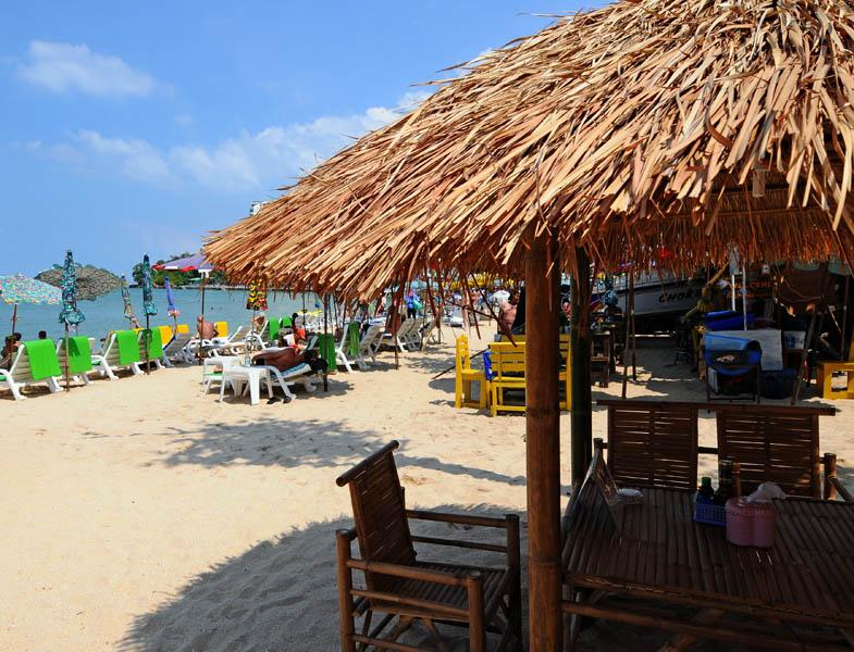 Паттайя.Кози Бич.  Еда на пляже. Pattaya. 63