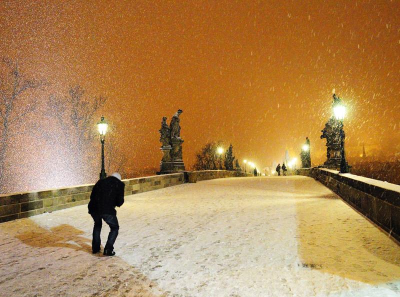 Карлов мост. Снегопад.