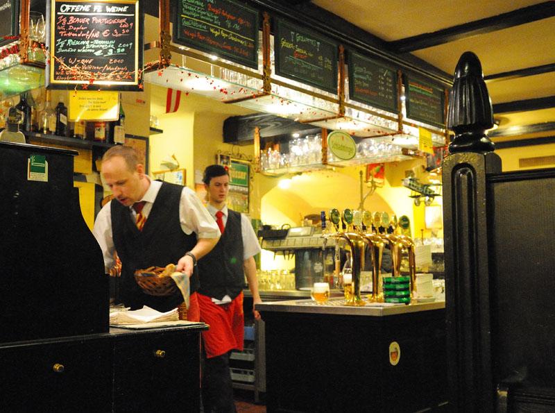 Вена. Пивной ресторан Бирклиник. Gosser Bierklinik. Vienna. 25