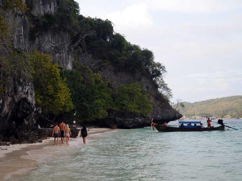 Пи-Пи Ле. Идём на лодке с острова Пи-Пи Дон. 181