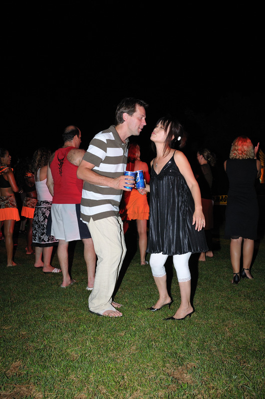 Танцы в отеле.
