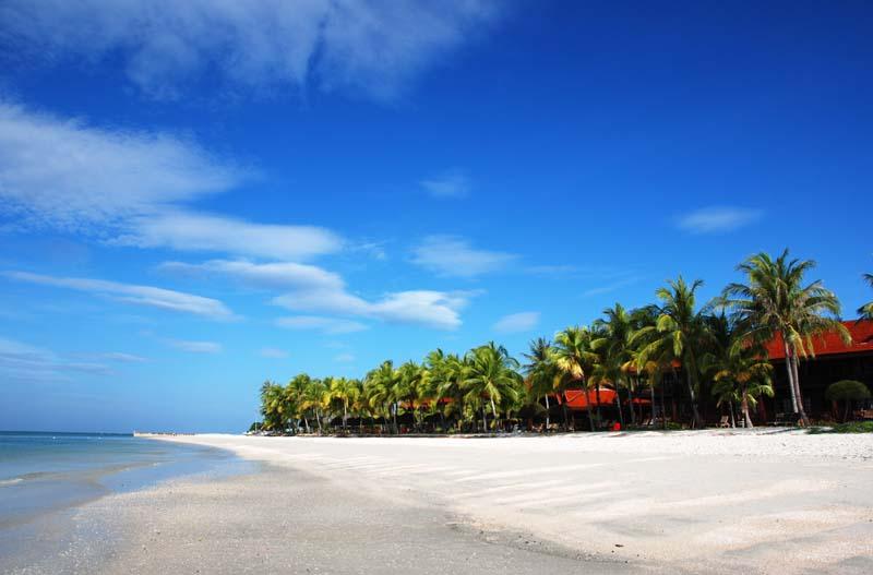 Лангкави. Пляж Пантай Сенанг. Langkawi. Pantai Cenang Beach.