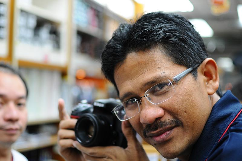 Nikon D300+Nikon AF-S Nikkor 35mm f/1.8. ISO400, 35mm, f/1.8, 1/100.