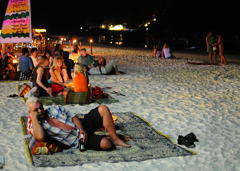 Ко Липе. Пляж Паттайя ночью. Koh Lipe. Night Pattaya Beach. 154