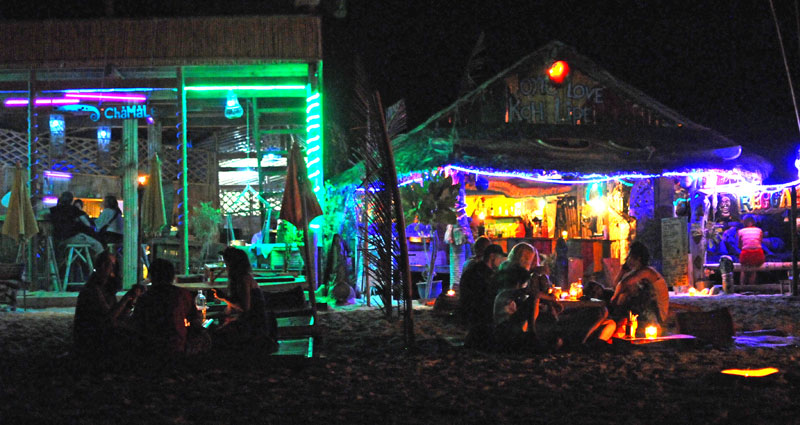 Ко Липе. Пляж Паттайя ночью. Koh Lipe. Night Pattaya Beach. 156