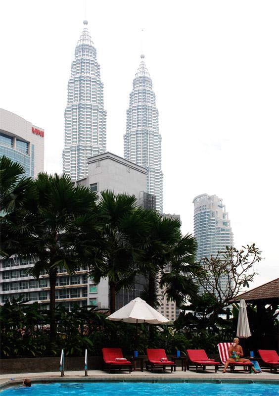 Петронасы. Вид из отеля Crowne Plaza. Petronas. 15